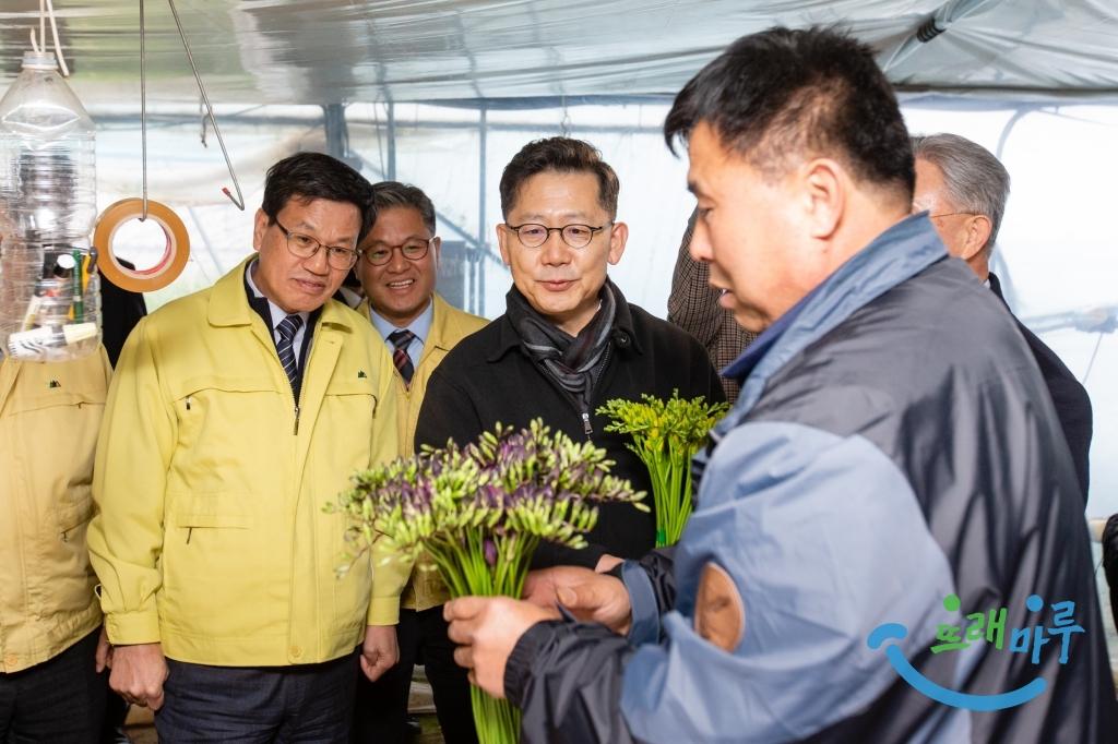 김현수 농식품부 장관 청양지역 화훼농가 방문.jpg