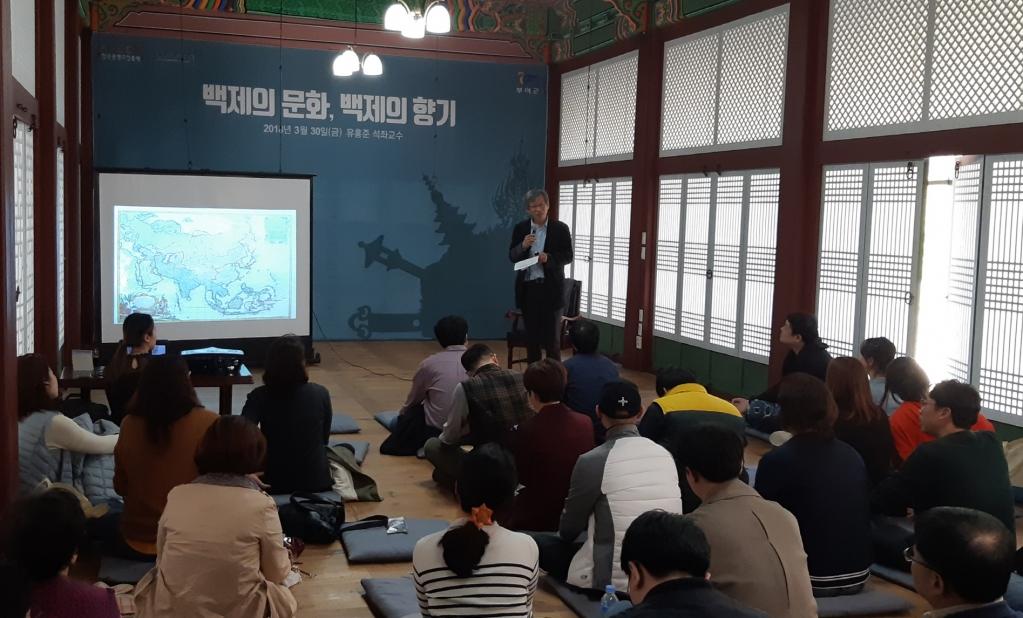 문예창작기획자 초청 역사탐방과 문화교육 장면 (1).jpg